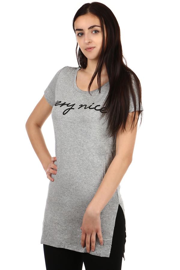 20f35d3c2806 Predĺžené dámske tričko s nápisom
