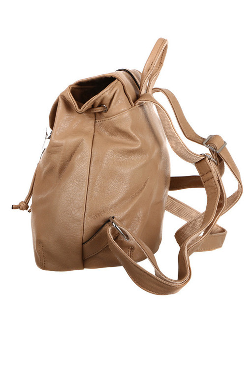 2d5ff12041 Priestorný batoh s retro zapínaním do mesta