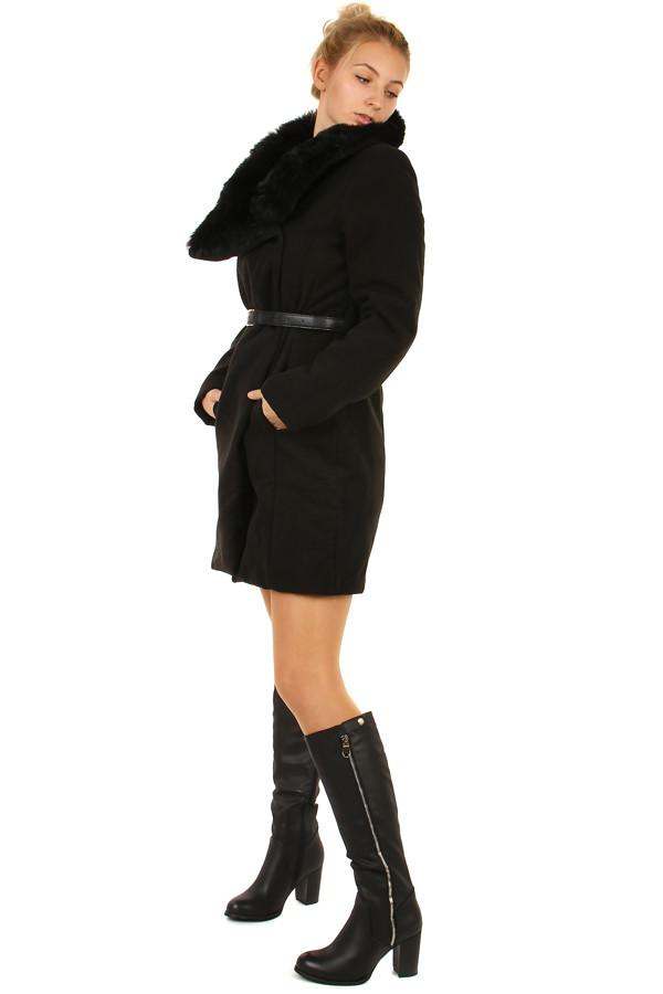 9ce6b5fcf444 Zimný kabát s kožušinovým golierom