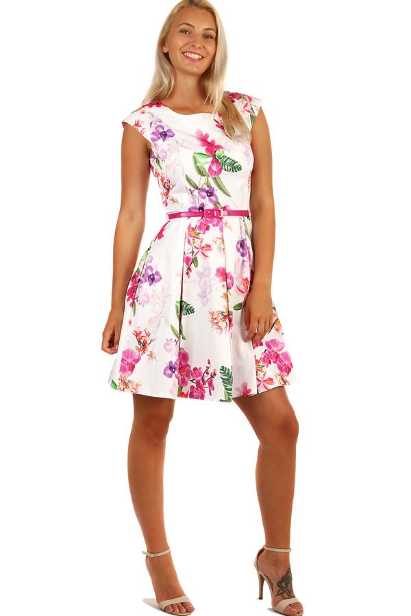 c2a28534acd9 Letné šaty s kvetovanou retro potlačou