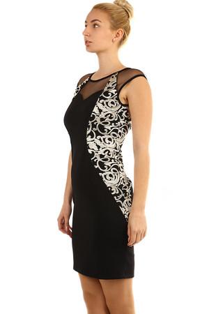 1d62cfb24534 Priliehavé čierne šaty so vzorom