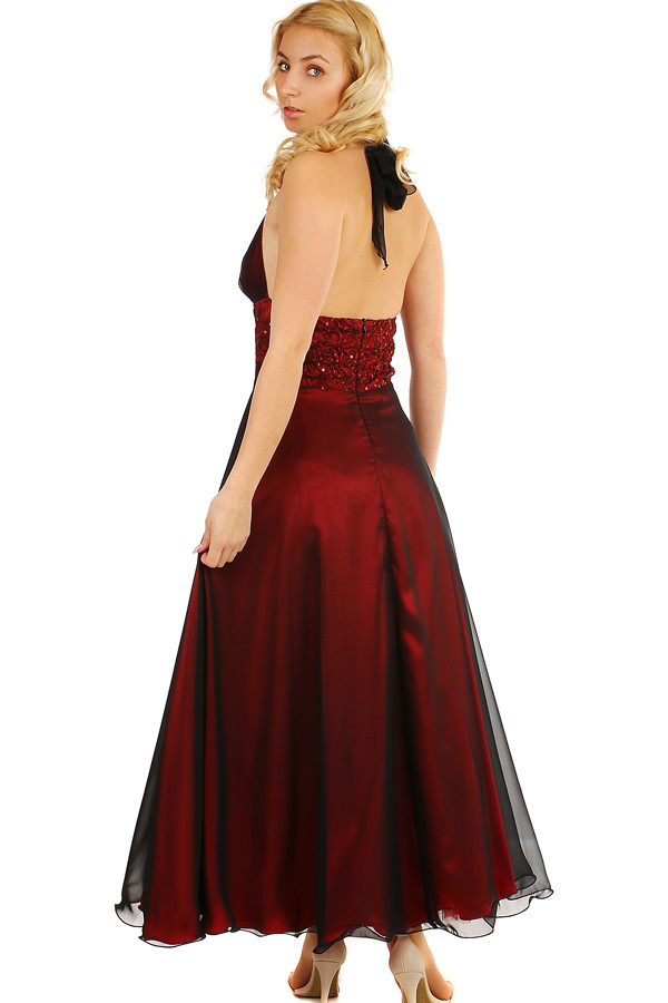 49b5b58492e8 Lesklé večerné vínové šaty na ples