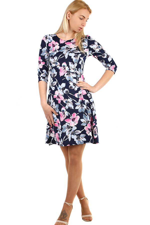 fa83b56b1c10 Dámske kvetované šaty s 3 4 rukávom