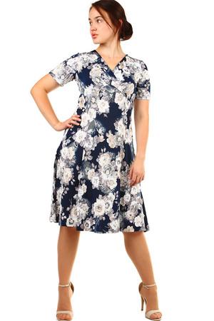 d3a577fd7848 Elegantné krátke retro šaty s kvetinami pre plnoštíhle