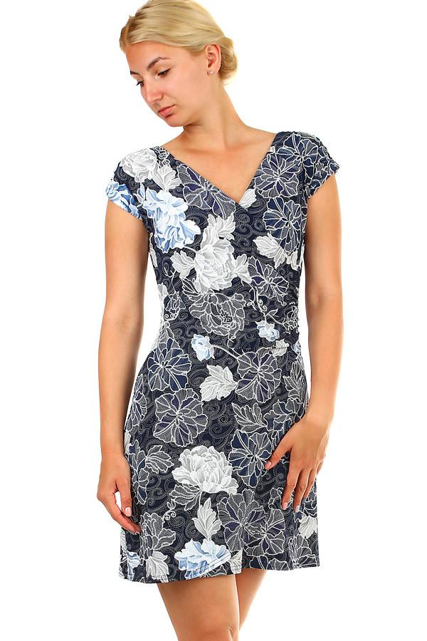 Dámske krátke kvetované šaty na leto  b165bb3df61
