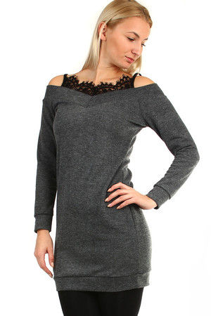 6fe8ee24b299 Krátke úpletové dámske šaty s čipkou a dlhým rukávom