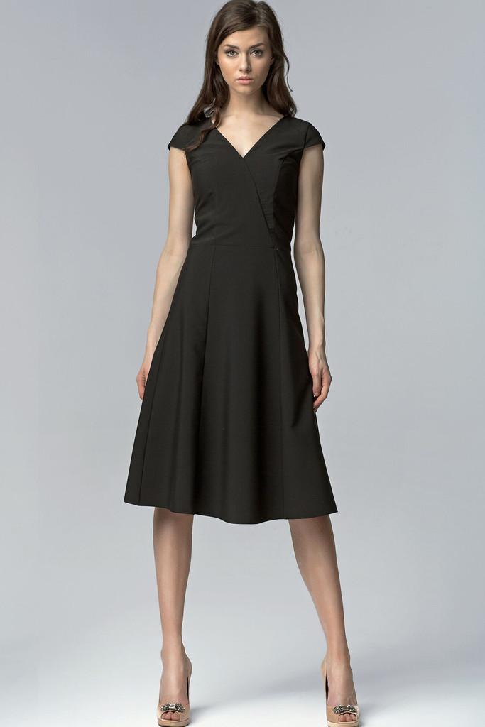 Koktejlové dámske šaty s výstrihom  ea4b6765ec6